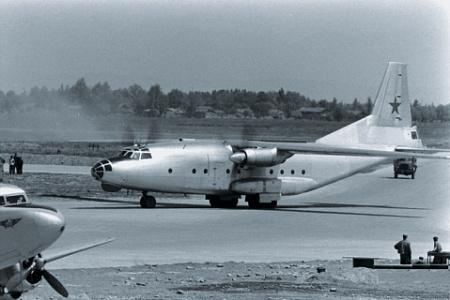 Военно-транспортный самолет Ан-8 стал настоящим прорывом для своего времени. Фото 1956 года
