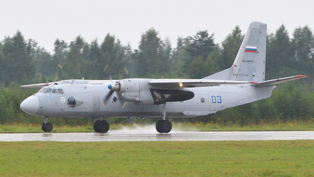 Военно-транспортный самолётАн-26.