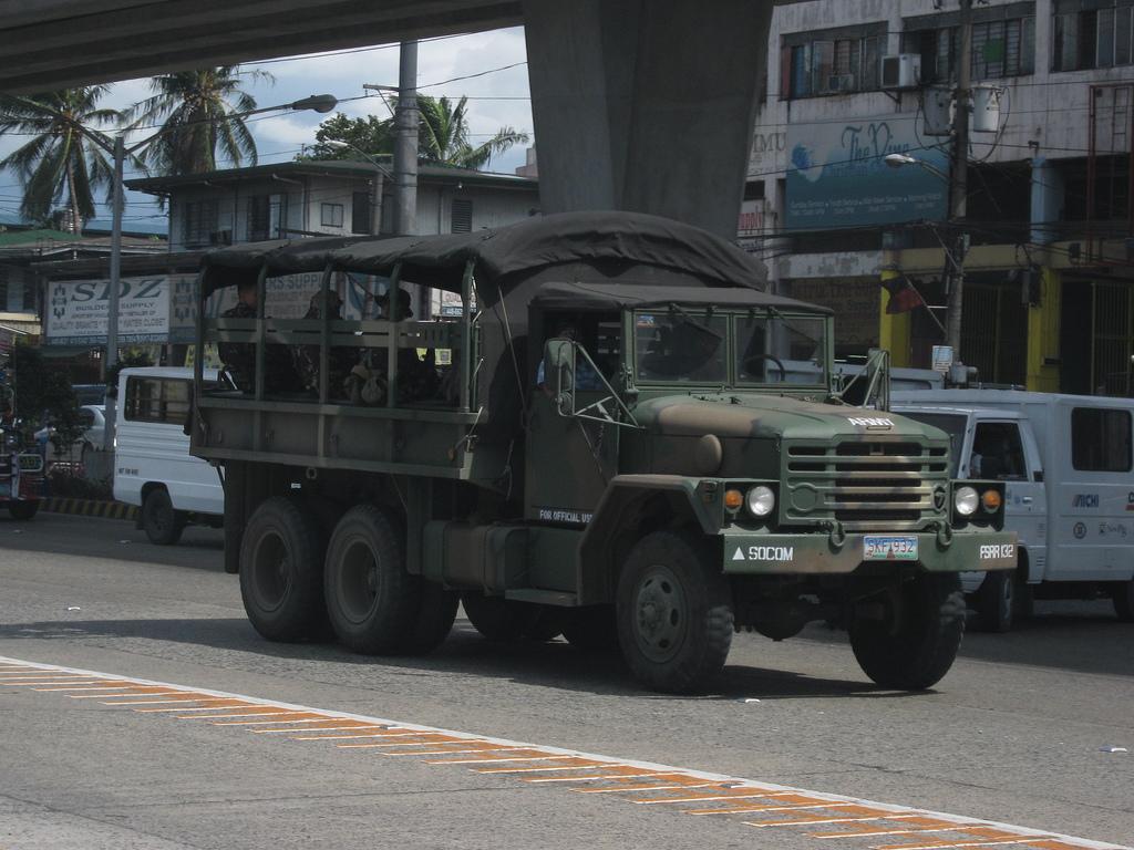 Военный грузовой автомобиль KIA KM250 грузоподъемностью 2,5 тонны сил специального назначения Филиппин. 21.11.2011.