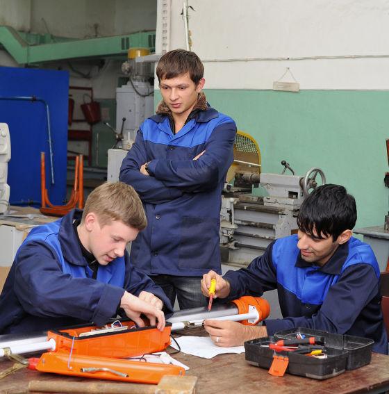 Молодые рабочие цеха №73