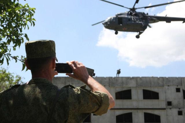 Все происходящее в воинской части, на полигоне или во время выполнения задачи - не для чужих глаз.