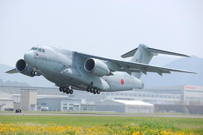 Японский транспортный самолет C-2.