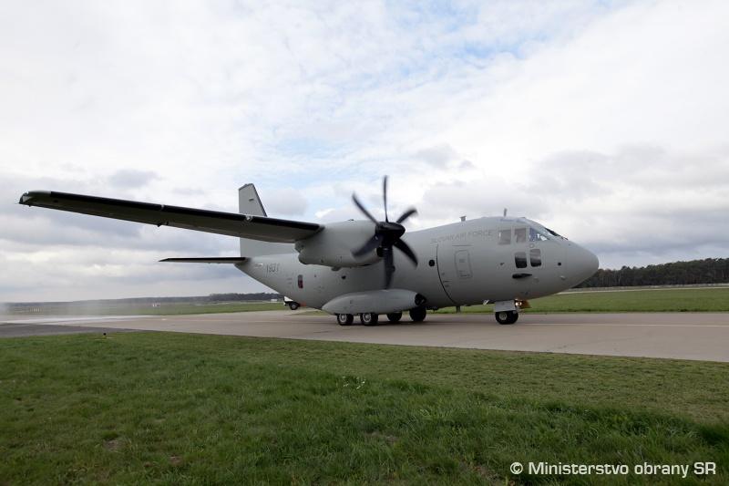 """Первый военно-транспортный самолет Leonardо C-27J Spartan (бортовой номер """"1931""""), полученный ВВС Словакии. Кучины (Словакия), 24.10.2017."""