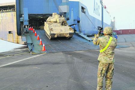 Выгрузка американской боевой техники в Антверпене. Фото с сайта www.army.mil