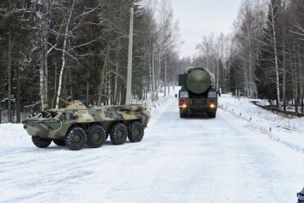 """Выход ПГРК """"Ярс"""" и """"Тополь-М"""" на маршруты боевого патрулирования."""
