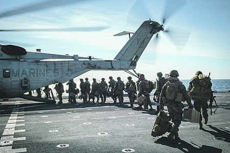 Вылет американских морпехов на задание. Фото с сайта www.navy.ml