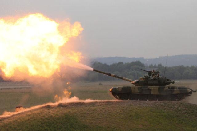 Выстрел из танкового орудия