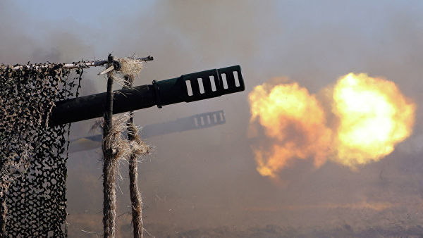 Выстрелы из артиллерийских орудий
