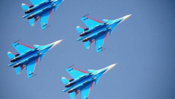Выступление пилотажной группы ВКС России Русские витязи. Архивное фото