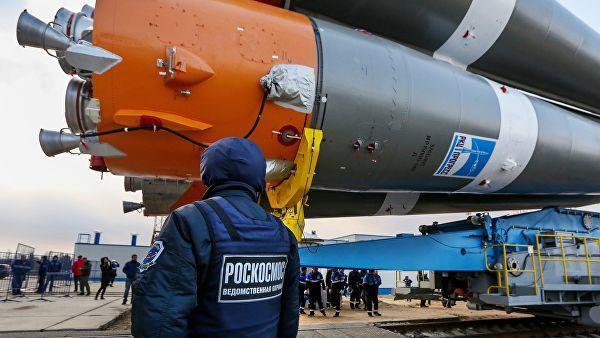 """Вывоз ракеты """"Союз-2.1а"""" на стартовую площадку космодрома Восточный"""