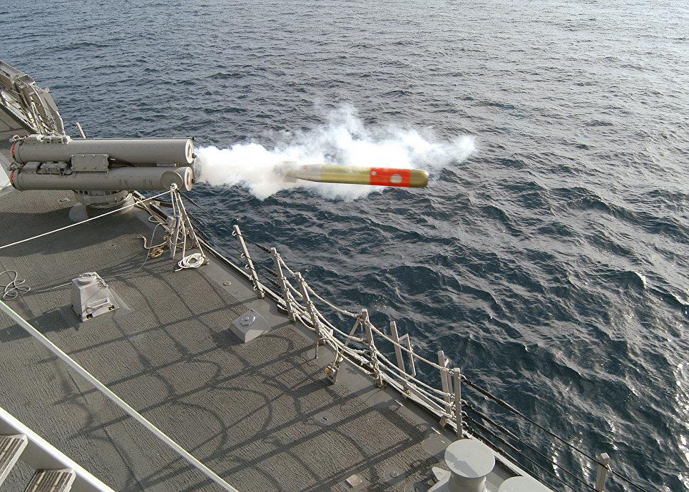 Выстрел противолодочной торпедой Mk.46 с борта эсминца УРО Preble (США).