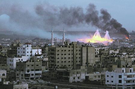 Взрывы фосфорных бомб во время наступления Израиля в секторе Газа. Фото Reuters
