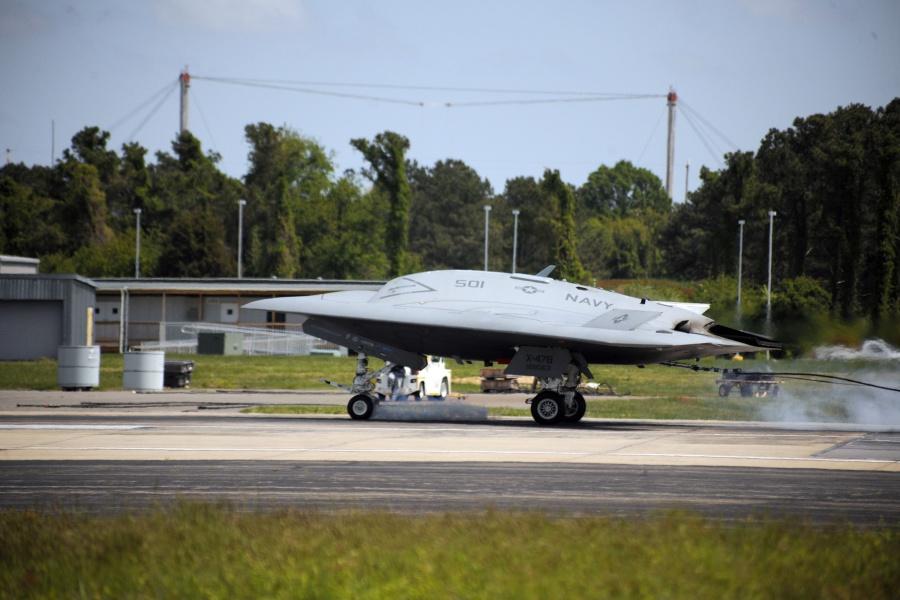 Посадка БЛА-демонстратора X-47B с использованием аэрофинишера. Источник: www.northropgrumman.com.
