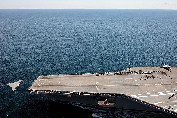 14 мая у побережья Вирджинии БЛА-демонстратор X-47B UCAS-D (Unmanned Combat Air System demonstrator) выполнил свой первый катапультный взлет с авианосца USS George H.W. Bush (CVN 77).