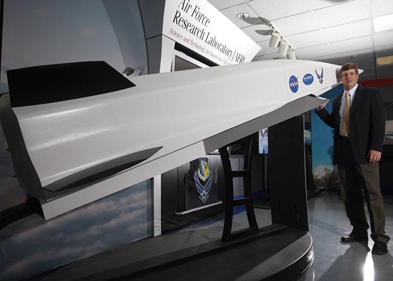 Модель гиперзвуковой крылатой ракеты X-51A Waverider.