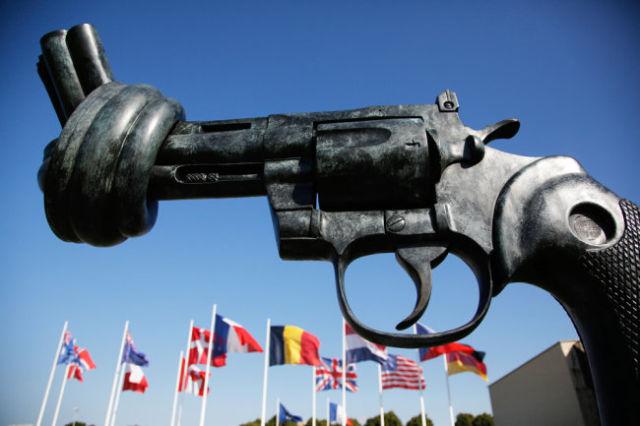 """Якобы бескровные гибридные войны на деле приводят к """"горячим"""" многолетним конфликтам."""