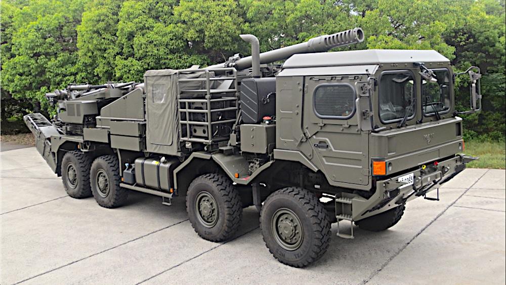 Один из опытных образцов японской 155-мм/52 самоходной гаубицы на колесном шасси MAN HX 32.440, 2018 год.