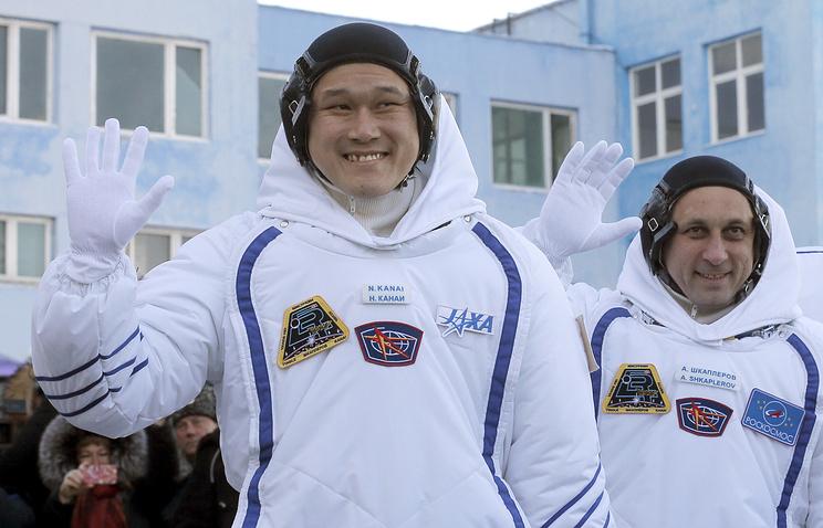 Японский астронавт Норисигэ Канаи и российский космонавт Антон Шкаплеров.