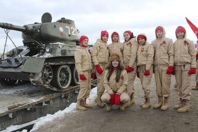 Юнармейцы на встрече танков Т-34 в Наро-Фоминске, переданных из Лаоса, январь 2019 года
