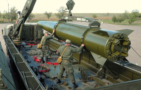 """Загрузка ракетного комплекса """"Искандер-М"""""""