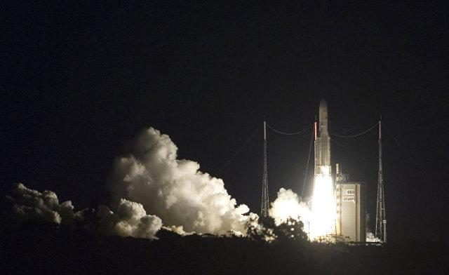 Запуск ракеты «Ариан-5», которая вывела на орбиту турецкий спутник Turksat 3A и британский спутник Skynet 5C