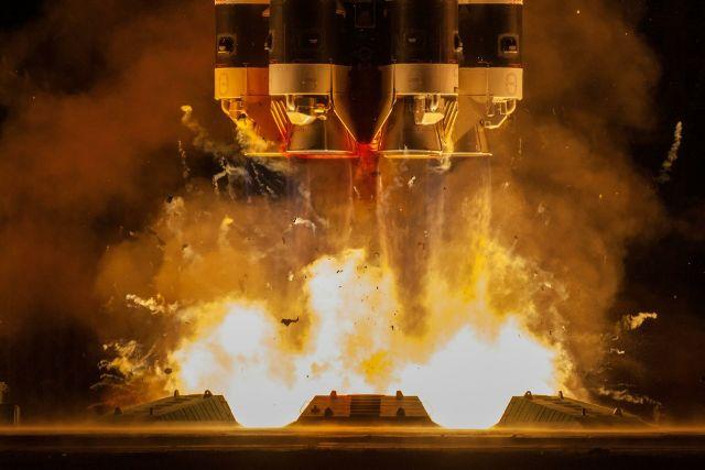 """Запуск ракеты-носителя """"Протон-М"""" с разгонным блоком """"Бриз-М"""" с телекоммуникационными спутниками """"Экспресс-80"""" и """"Экспресс-103"""" с космодрома Байконур"""