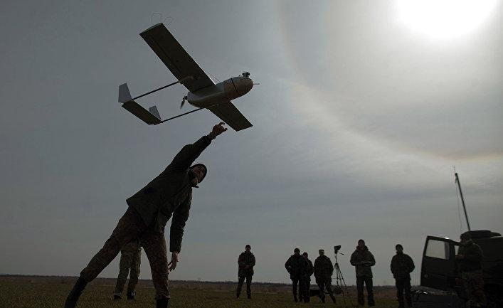 Запуск беспилотника вблизи украинского города Лисичанск.