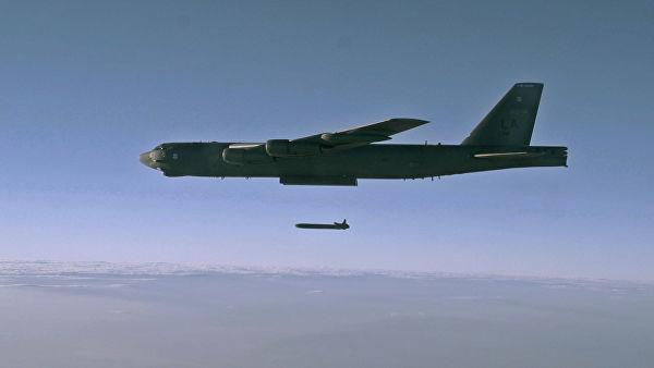 Запуск крылатой ракеты с бомбардировщика B-52