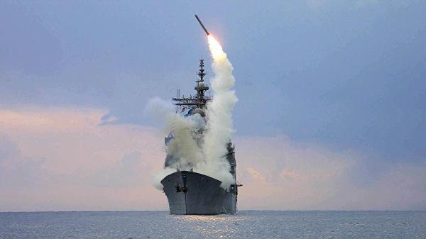"""Запуск крылатой ракеты """"Томагавк"""" с американского военного корабля USS Cape St. George"""