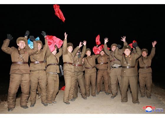 """Запуск новой северокорейской межконтинентальной баллистической ракеты """"Хвасон-15"""" в ночь с 28 на 29.11.2017."""