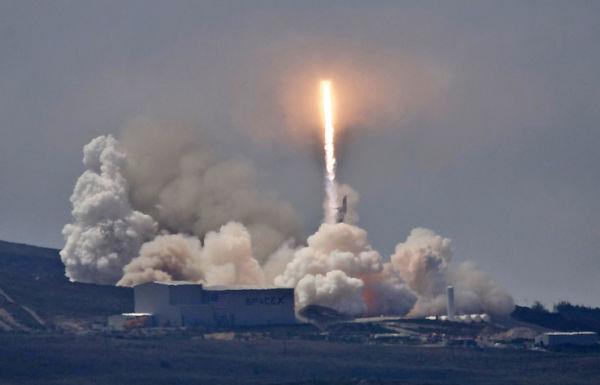 Запуск ракеты SpaceX Falcon 9 со спутником «Формосат-5» на борту