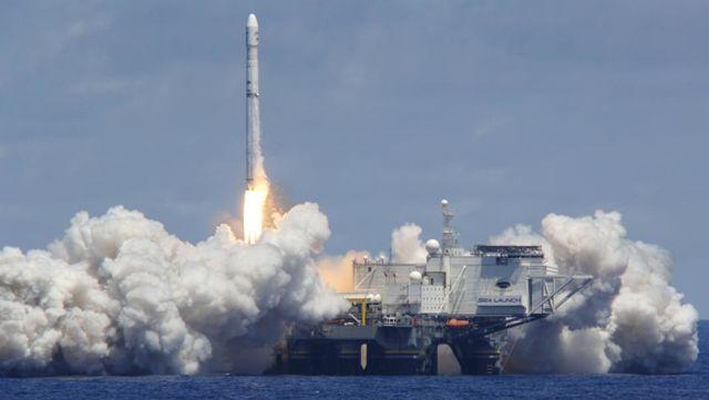 """Запуск ракеты """"Зенит-3SL"""" с платформы Odyssey в рамках программы """"Морской старт"""""""