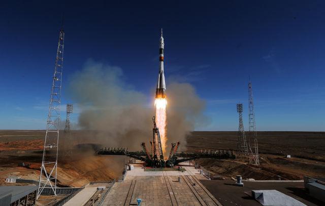 """Запуск ракеты-носителя """"Союз-ФГ"""" с кораблем """"Союз МС-10"""""""