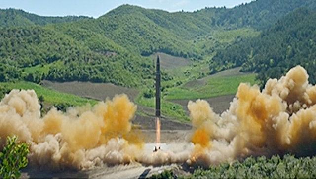 Запуск северокорейской баллистической ракеты Хвасон-14. Июль 2017.