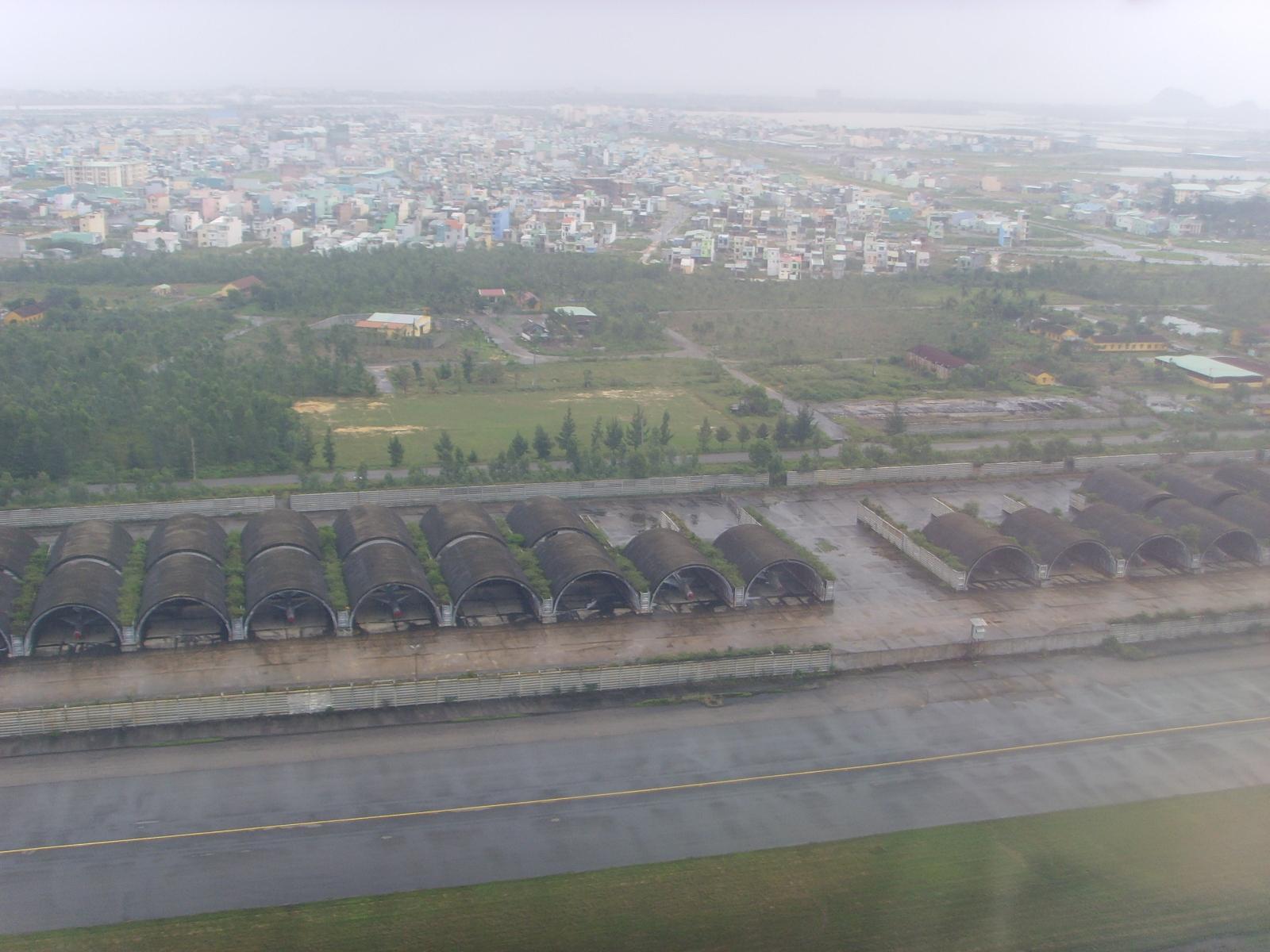 Построенные американцами по программе Concrete Sky защитные укрытия для авиационной техники на авиабазе Дананг, в настоящее время используемые ВВС Вьетнамской Народной армии.
