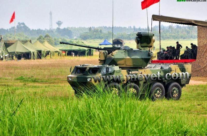 Китайская 35-мм зенитная система на базе шасси колесного бронетранспортера ZBL-09.