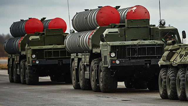 Зенитно-ракетные комплексы ПВО С-300. Архивное фото.