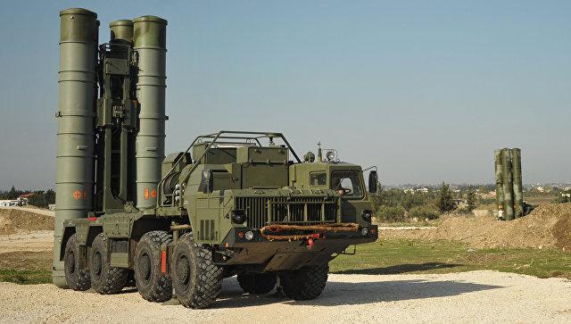 Зенитно-ракетный комплекс С-400. Архивное фото.