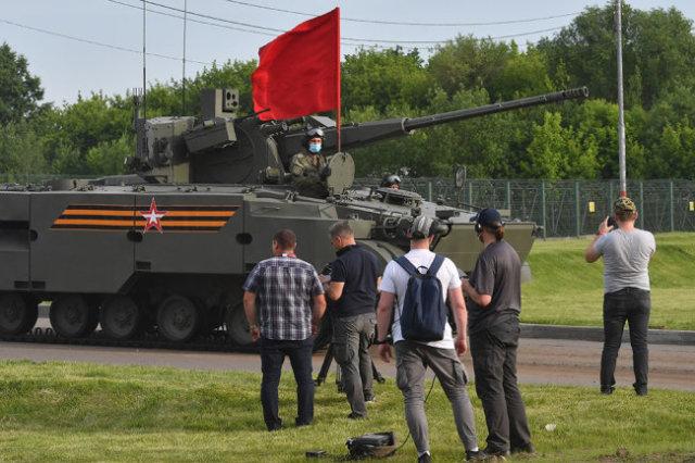 """Зенитный комплекс """"Деривация-ПВО"""" с 57-мм пушкой."""
