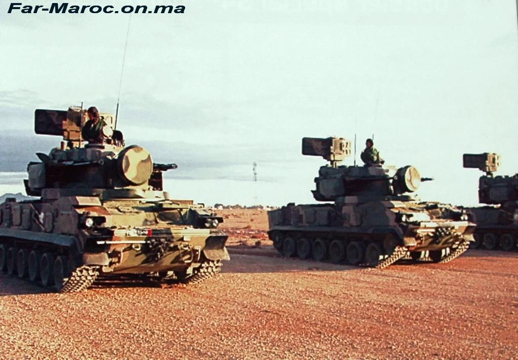 """Зенитные ракетно-пушечные комплексы 2К22М1 """"Тунгуска-М1"""" сухопутных войск Марокко. 12 боевых машин 2К22М1 """"Тунгуска-М1"""" были поставлены Марокко по контракту, заключенному АО """"Рособоронэкспорт"""" в январе 2005 года."""