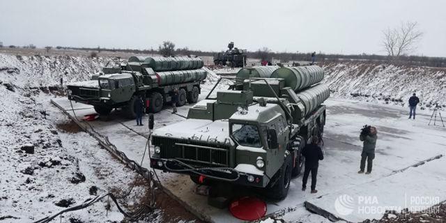 Зенитные ракетные комплексы С-400. Архивное фото