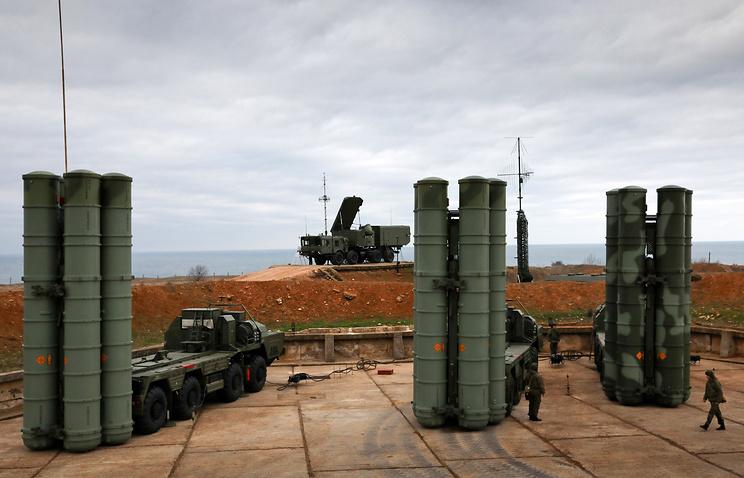 """Зенитные ракетные комплексы С-400 """"Триумф""""."""