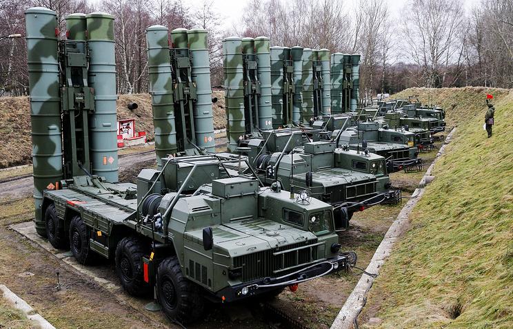 """Зенитные ракетные системы С-400 """"Триумф""""."""