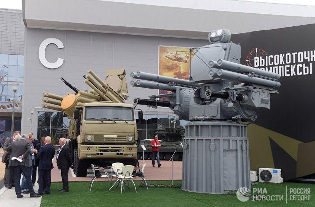 Зенитный ракетно-пушечный комплекс Панцирь-С1 и корабельный зенитный ракетно-артиллерийский комплекс Панцирь-МЕ на выставке Армия России – завтра