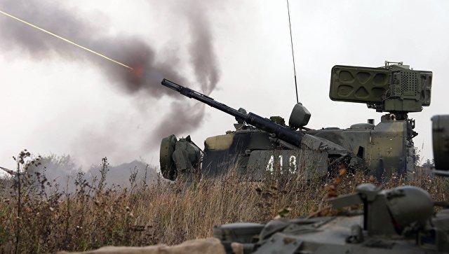 """Зенитный ракетно-пушечный комплекс """"Тунгуска"""" на батальонно-тактических учениях береговых войск Балтийского флота в Калининградской области."""