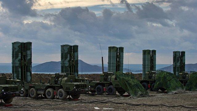 Зенитный ракетный комплекс С-400. Архивное фото.