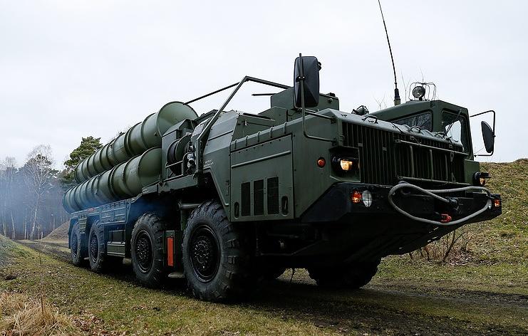 """Зенитный ракетный комплекс С-400 """"Триумф""""."""