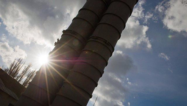 Зенитный ракетный комплекс С-400 Триумф на выставке образцов вооружения на территории воинской части зенитного ракетного полка Южного военного округа, заступившего на боевое дежурство в Феодосии. Архивное фото.