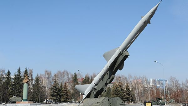 Зенитный ракетный комплекс С-75 в парке победы в Кемерово