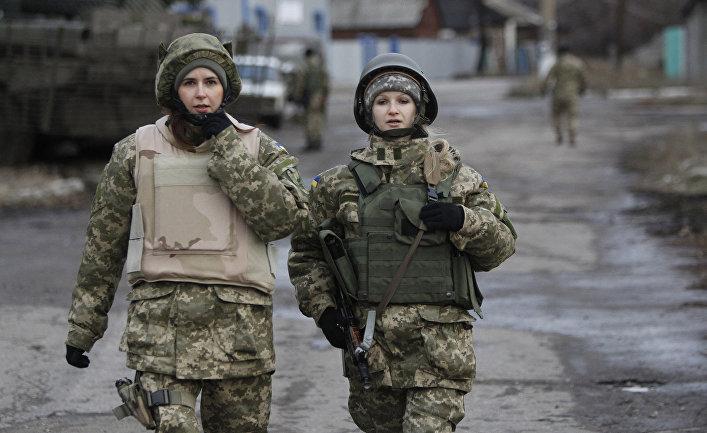 Женщины из украинской армии в селе Дебальцево.